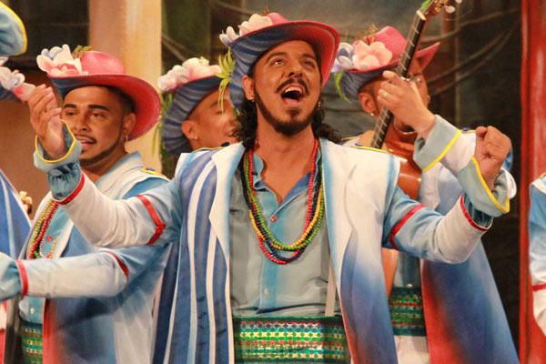 Forum Plaza nos trae la comparsa La Guayabera de Juan Carlos
